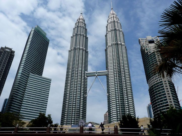 1280px-The_Petronas_Twin_Towers_in_Kuala_Lumpur_(Malaysia)